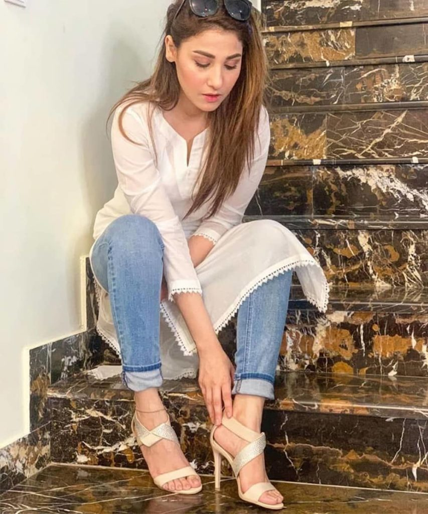White Kurti with Jeans - Jeans Kurti Design